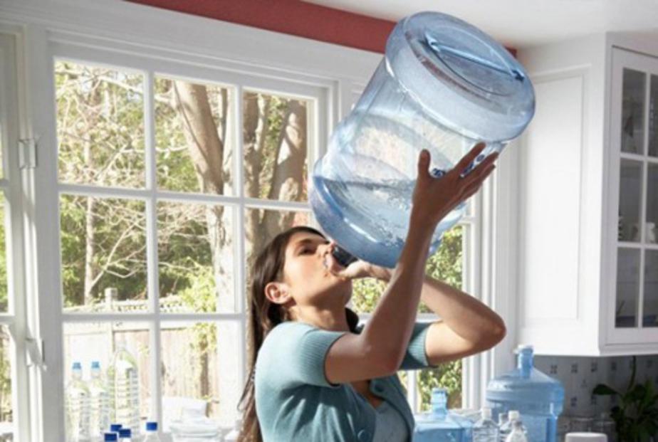 Жадное Питье воды