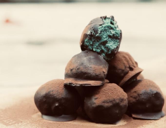 Шоколадные трюфели со спирулиной