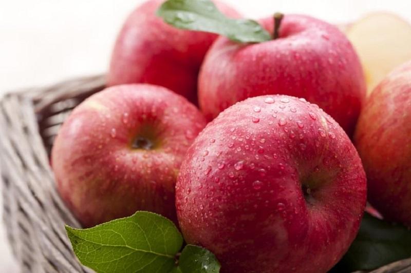 Роса на яблоках