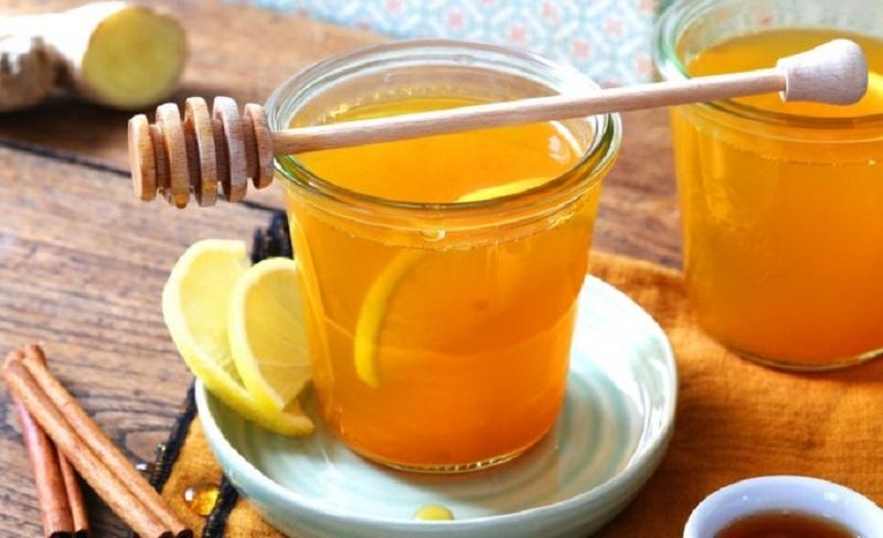 напиток с лимоном и куркумой