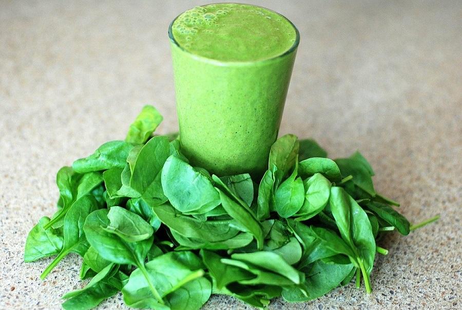 зеленые смузи и шпинат