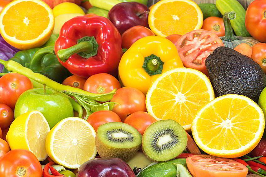 много овощей и фруктов
